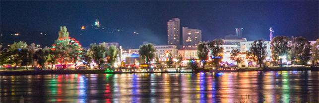 Donaulände in Linz mit Jahrmarkt
